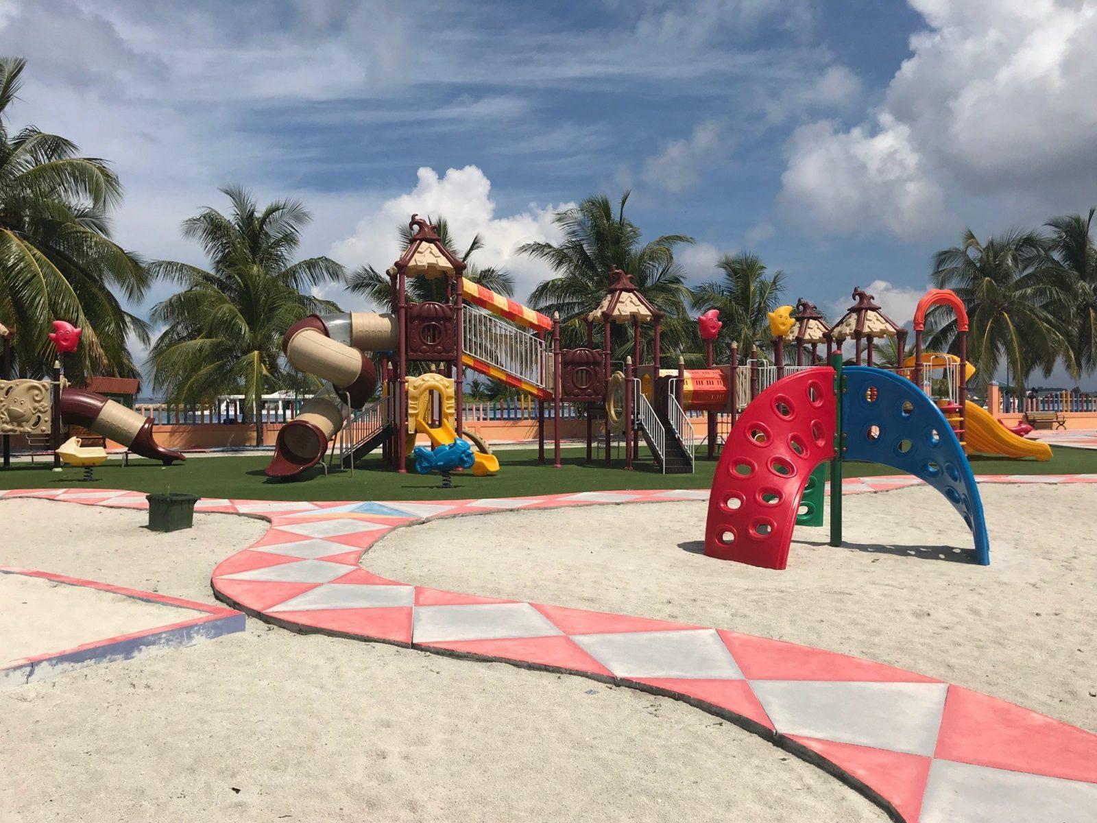 детская площадка на острове Мативери, Мальдивы