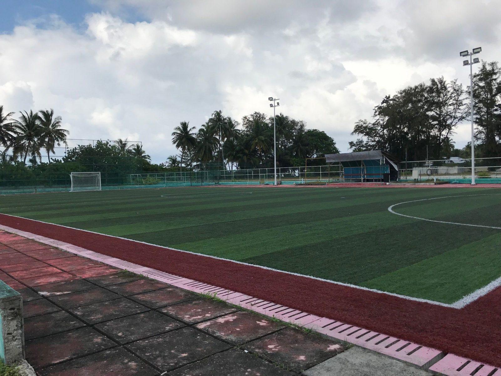 футбольное поле на острове Мативери, Мальдивы