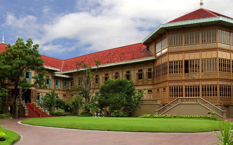 королевский дворец Виманмек в Бангкоке