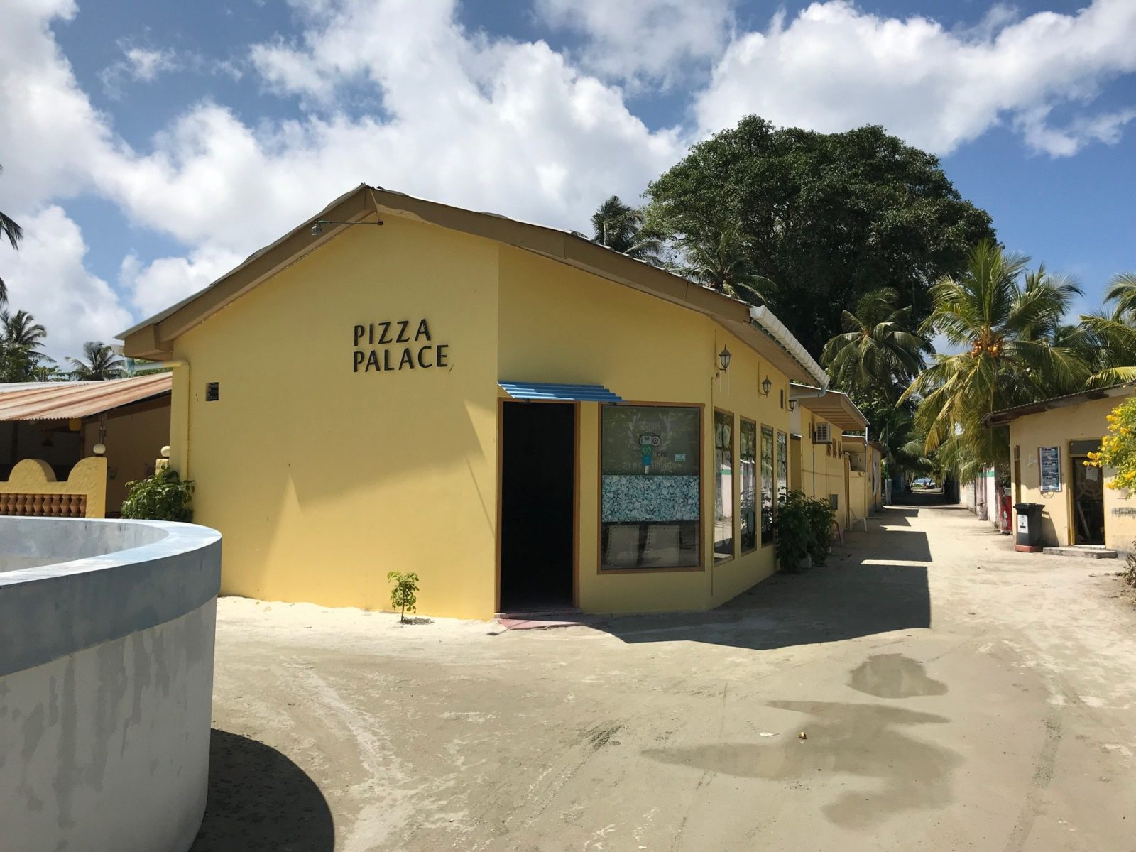"кафе-пиццирия ""Pizza Palace"" на Мальдивах, остров Мативери"