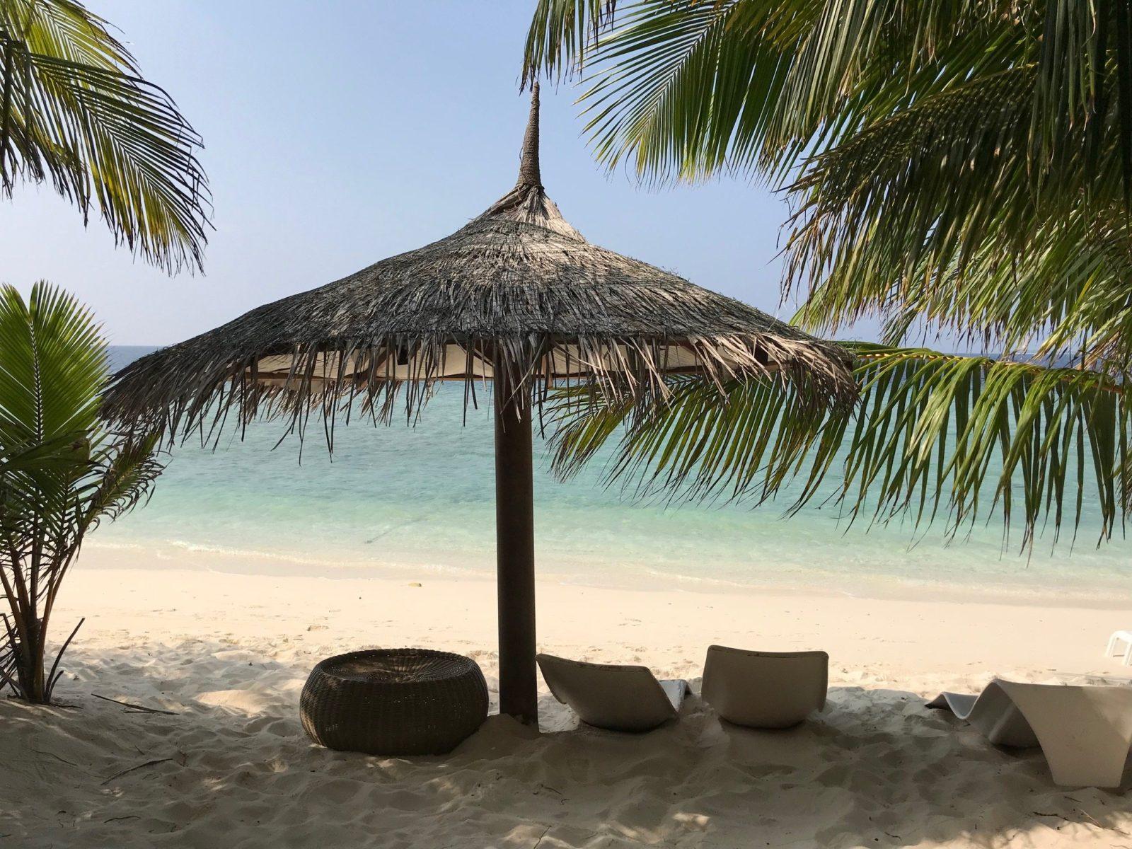 бикини пляж на острове Укулхас, Мальдивы