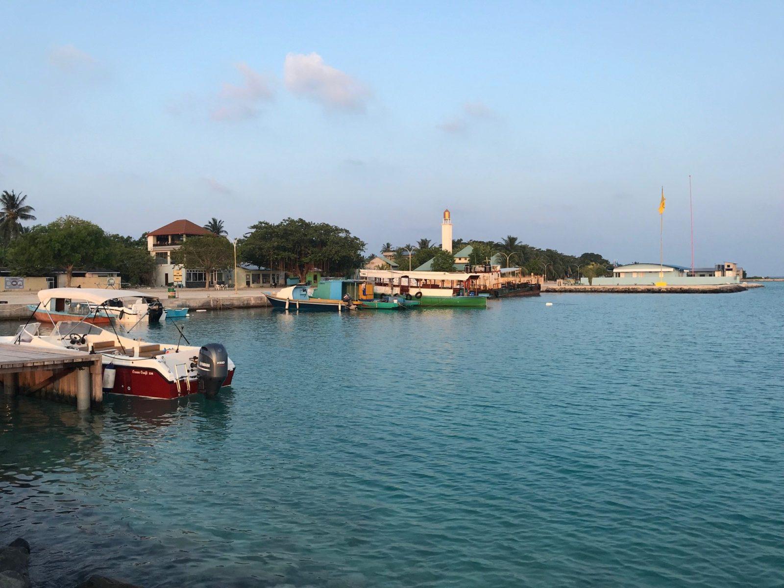 пристань на острове Укулхас на Мальдивах