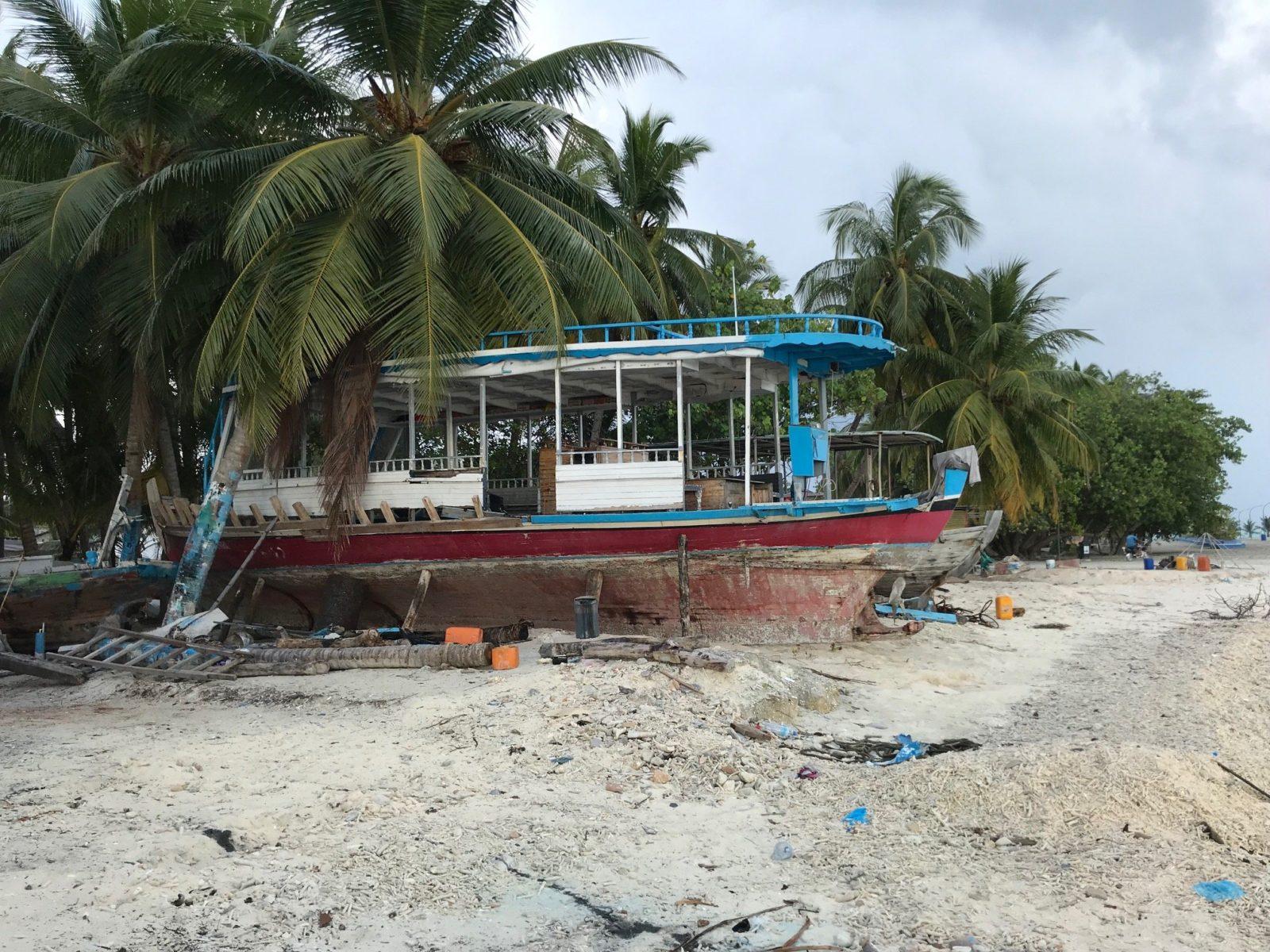 заброшенные корабли на Мальдивах