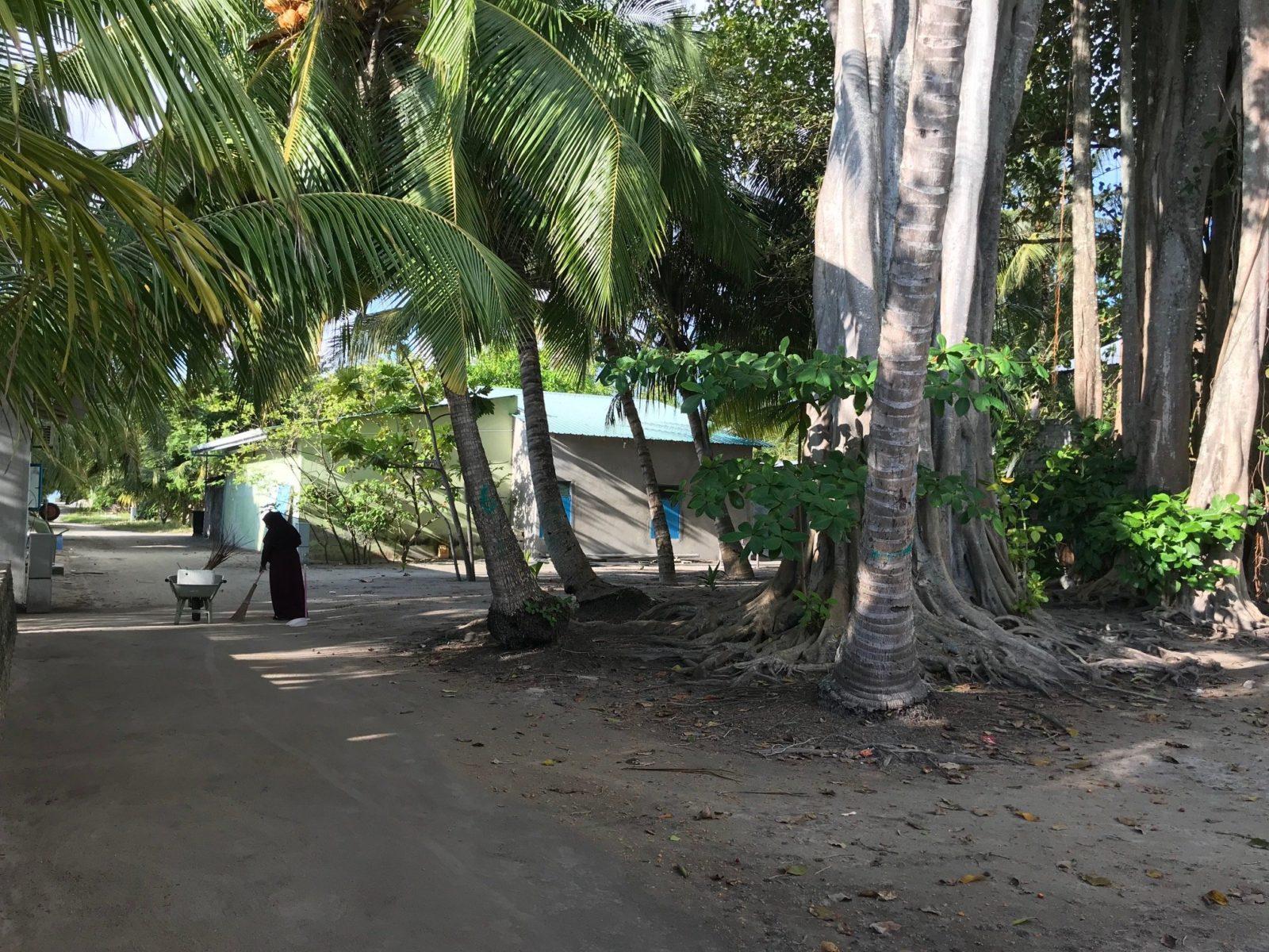 улицы острова Мативери, Мальдивы - ранее утро