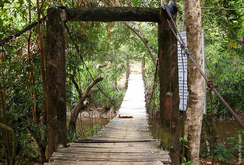 Подвесной мост через реку Da Ban, о. Фукуок