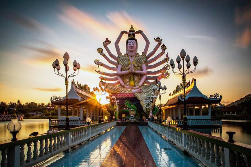храм Плай Лаем на Самуи
