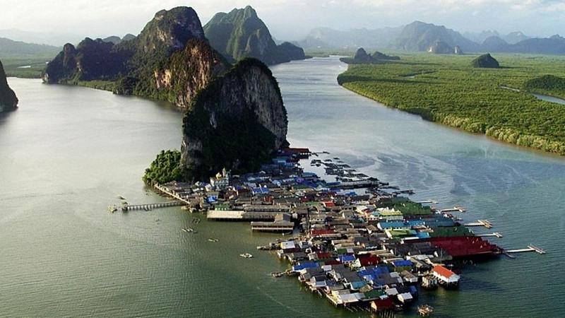 рынок морских цыган на пляже Равай (Пхукет, Таиланд)