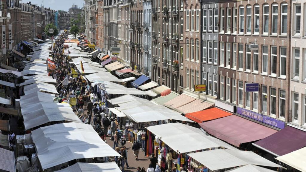 Уличный рынок Albert Cuypmarkt в Амстердаме