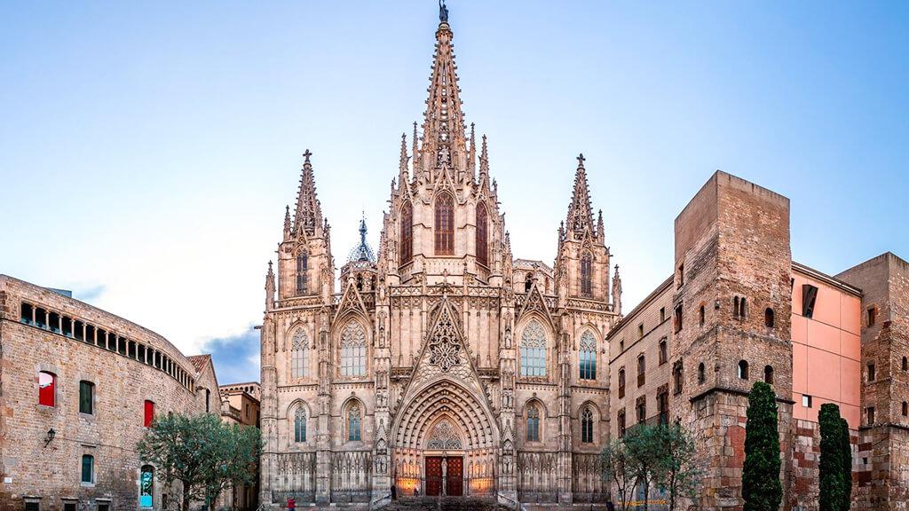 Собор Святого Креста и Святой Евлалии в Барселоне
