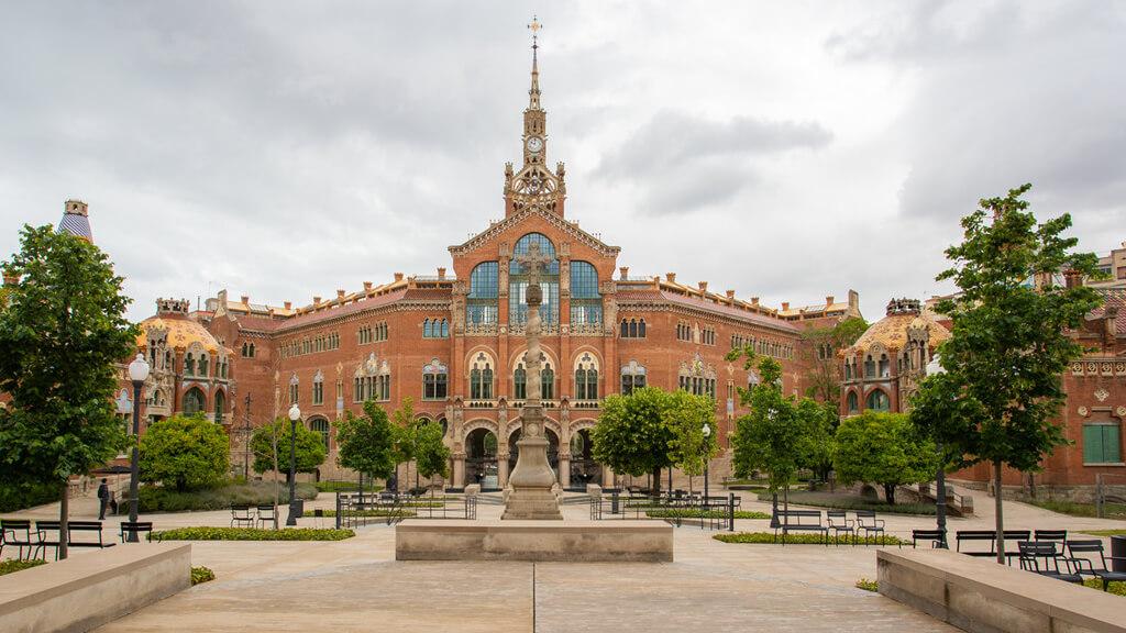 Госпиталь Санта Креу в Барселоне