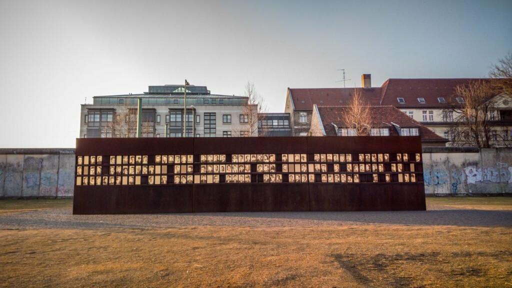 Мемориальный комплекс «Берлинская стена» в Берлине