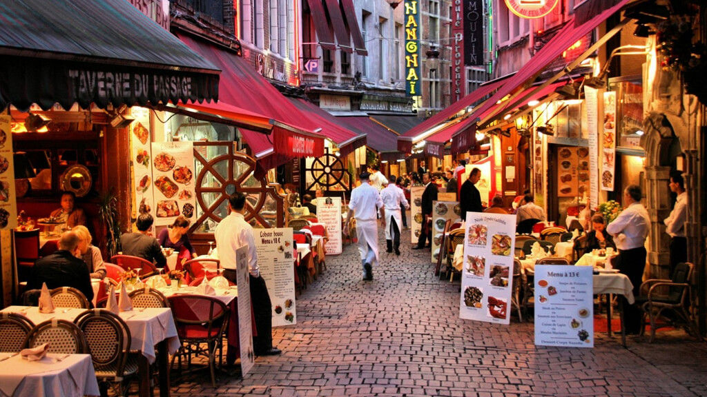 улица Rue des Bouchers в Брюсселе