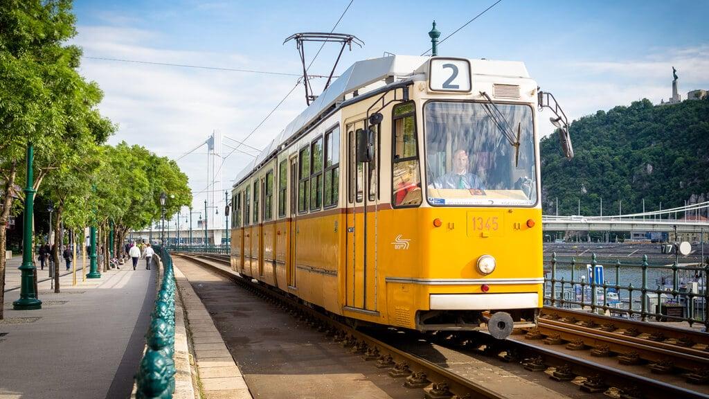 Трамвай №2 в Будапеште