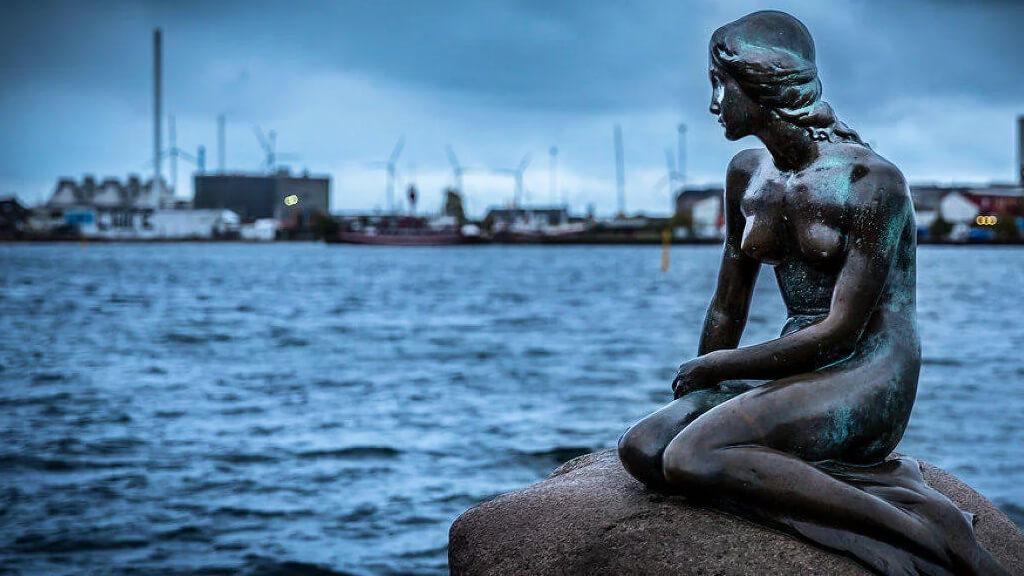 Скульптура русалочки в Копенгагене