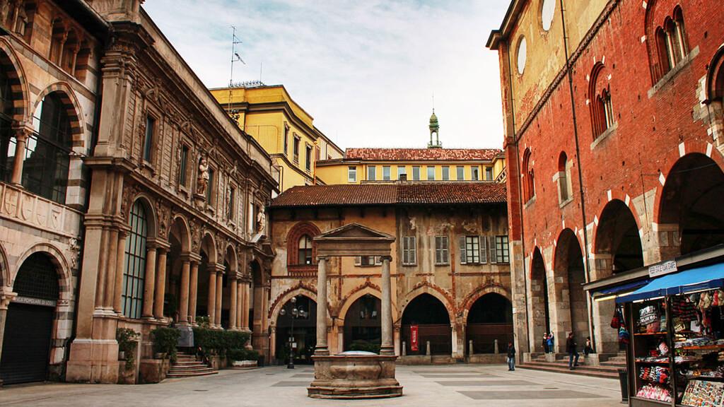 Площадь Мерканти в Милане