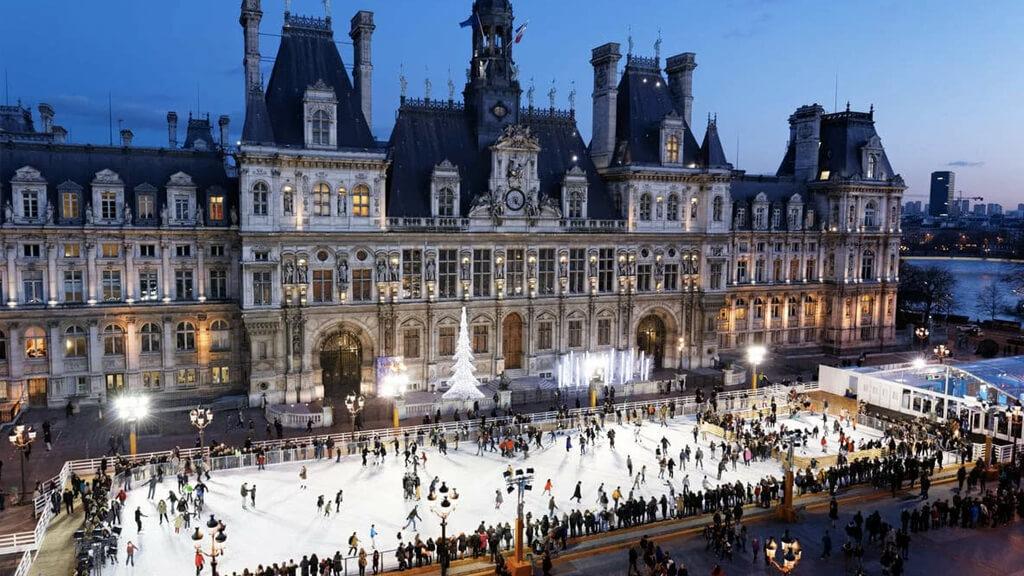 Площадь Отель-де-Виль в Париже