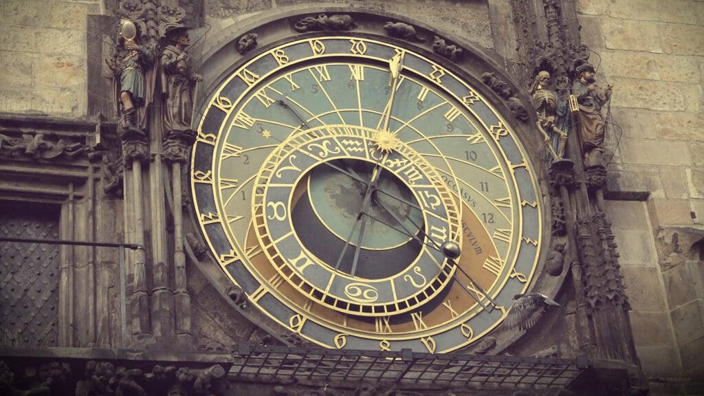 астрономические часы орлой в Праге