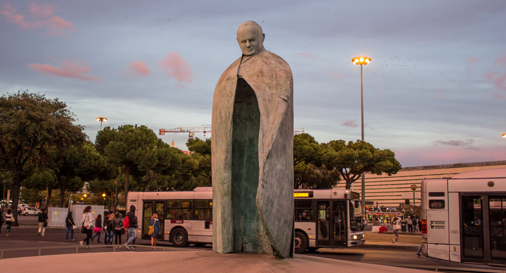 Памятник Папе Римскому в Риме (Monumento a Giovanni Paolo II)