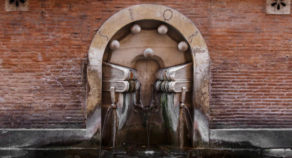 Фонтан книг в Риме (Fontana dei Libri)