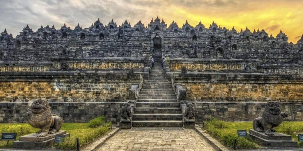 Боробудур – буддийский храм на горе