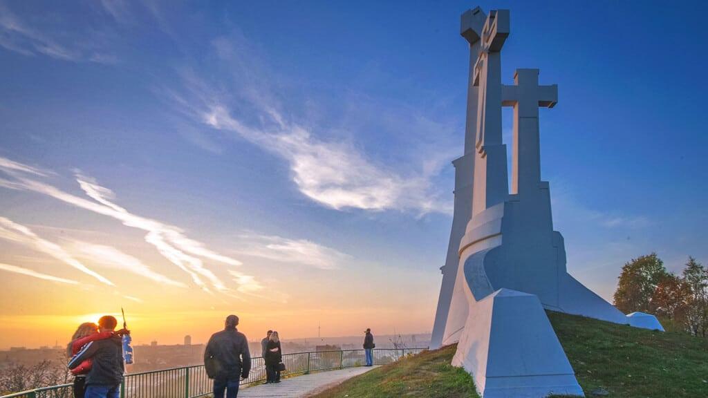 "Монумент ""Три креста"" в Вильнюсе"