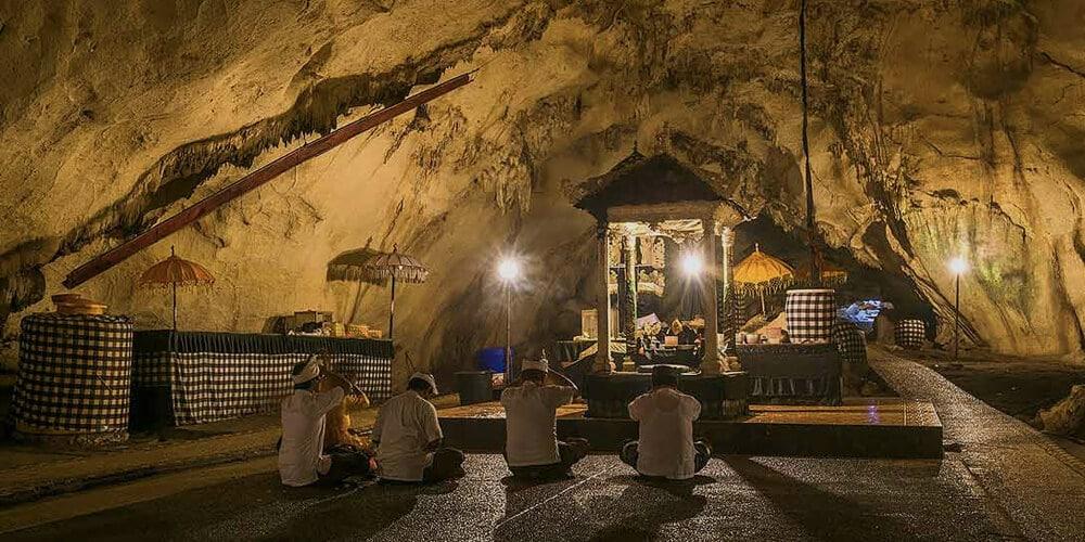 подземный храм Goa Giri Putri