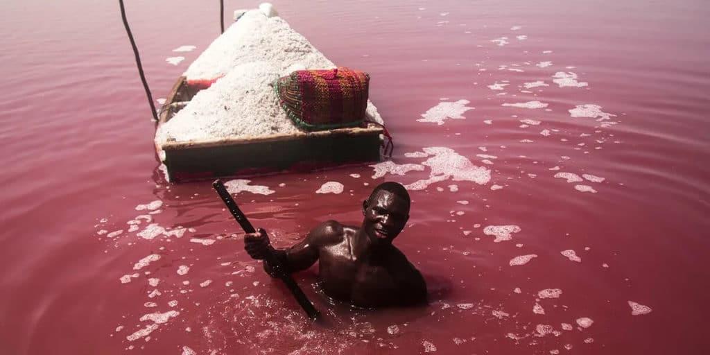 Добыча соли в Озере Ретба