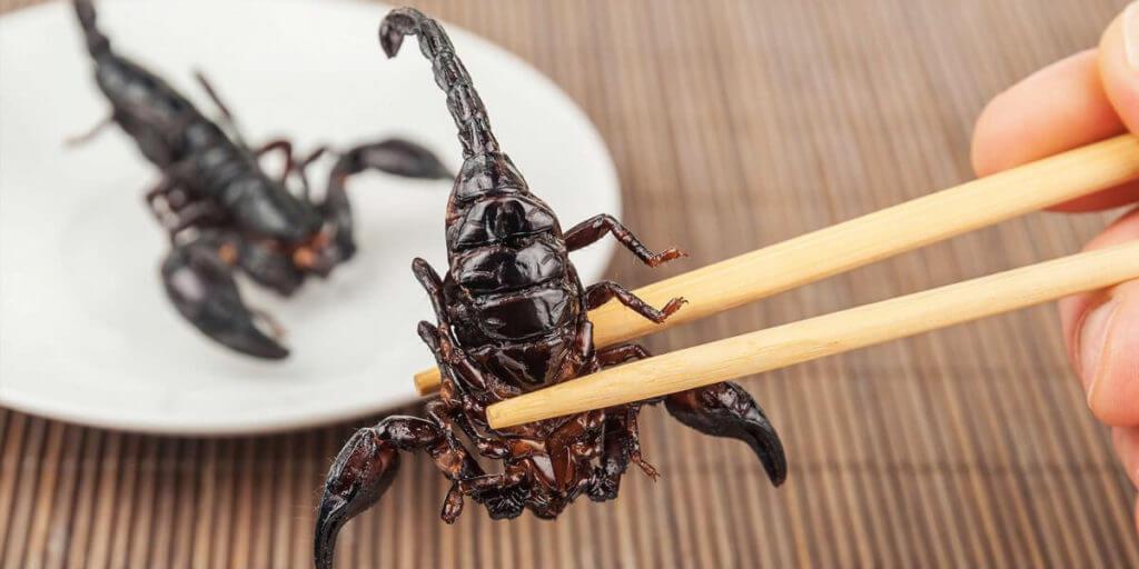 Жареная скорпионы в Таиланде