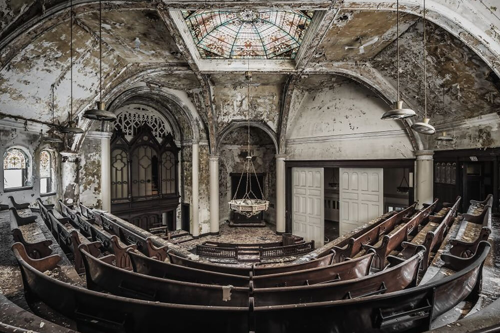 Заброшенная церковь, США