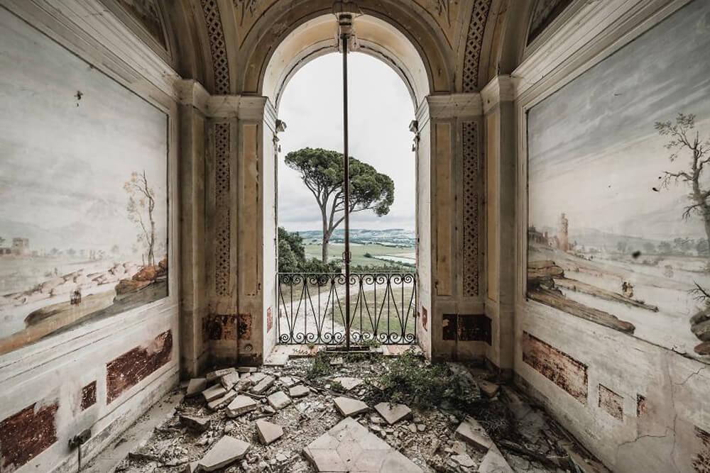 Заброшенная вилла, Италия