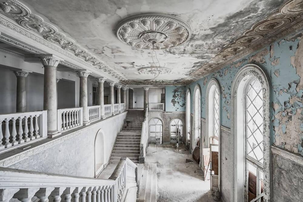 Заброшенное здание отеля, Абхазия