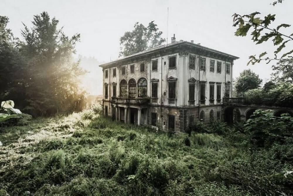 Заброшенный особняк, Италия