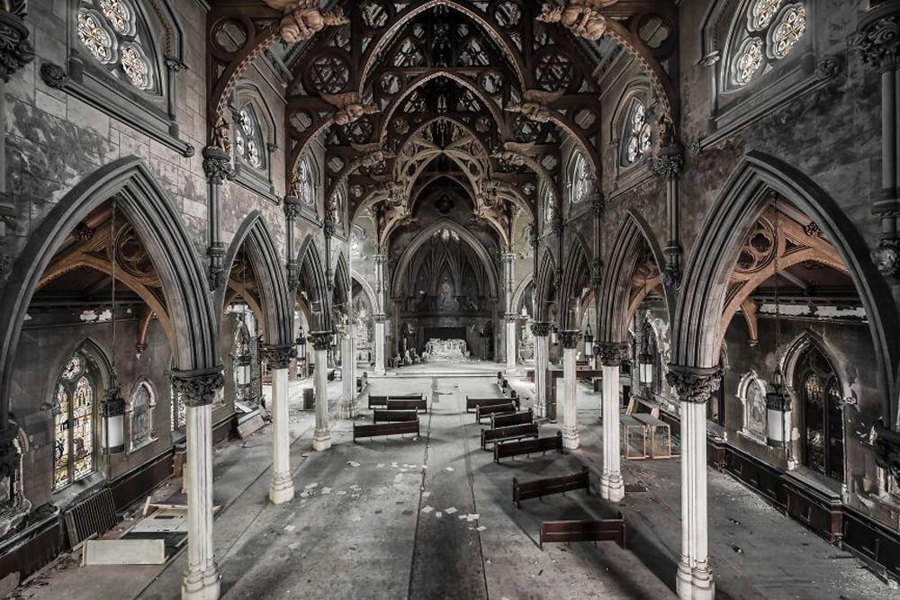 Заброшенная готическая церковь в США