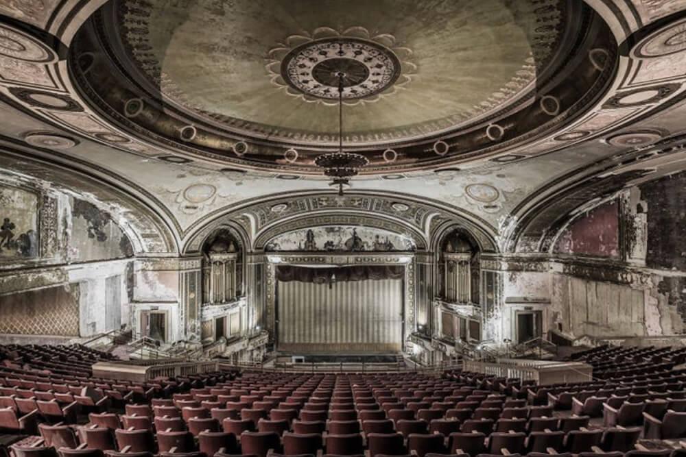 Заброшенное здание театра, США