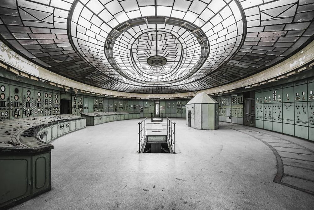 Частично заброшенное здание электростанция № 4 в Венгрии