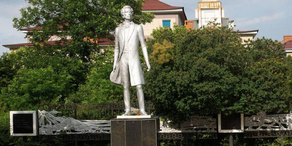 Памятник А.С.Пушкину в Элисте