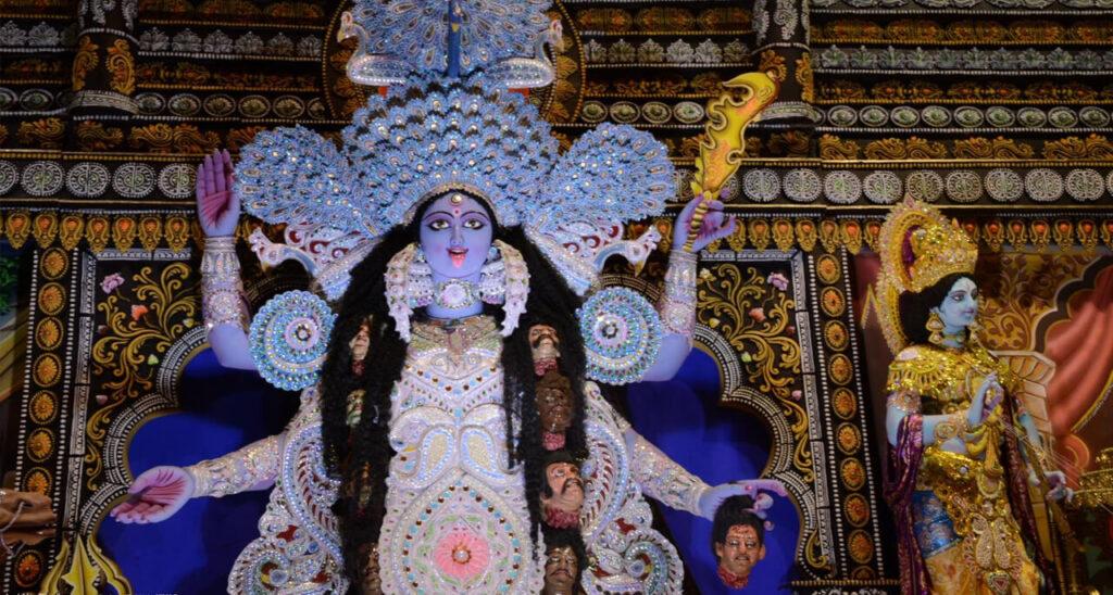 внутри храма Кали в Дакшинешваре