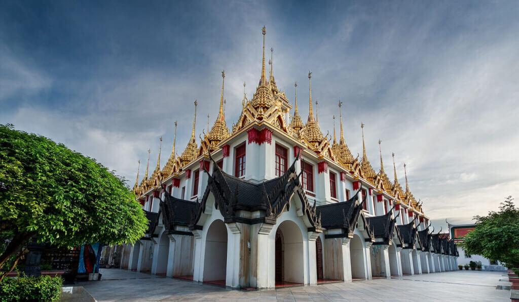 железный храм Ват-Ратчанадда в Бангкоке