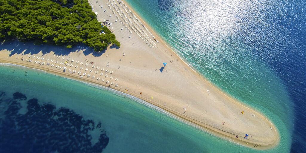 пляж Златни Рат в Хорватии на острове Брач